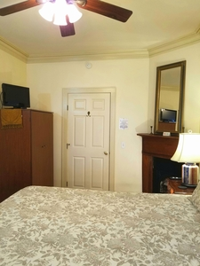 Room 4 Picture 4